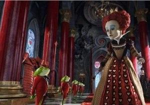 Алиса в Стране чудес третью неделю лидирует в американском прокате