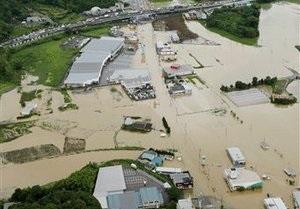 В Японии жертвами наводнений и оползней стали пять человек