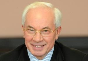 Где я должен взять эти деньги: Азаров называет беспрецедентным решение повысить пенсии чернобыльцам
