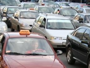 Мэрия предлагает упорядочить работу такси в Киеве