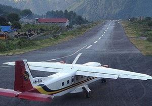 Непал - Туризм - В Непале самолет с туристами упал в реку