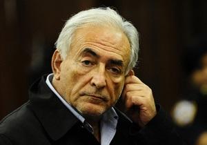 Суд согласился выпустить Стросс-Кана под залог