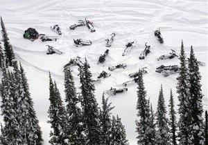 В Канаде на участников гонок на снегоходах сошла лавина: двое погибших, десятки пострадавших