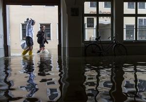 Наводнение в Германии: Власти эвакуируют десятки тысяч жителей