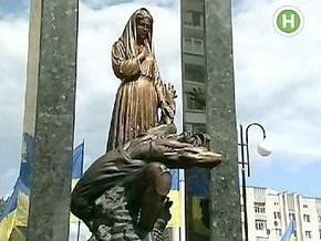 Яценюк открыл памятник погибшим шахтерам