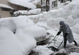 Число жертв снегопадов в Японии превысило 100 человек