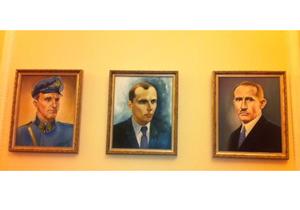 Вице-спикер Рады повесил в своем кабинете портреты Бандеры и Шухевича