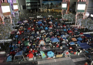 Сотни фанатов поселились в центре Лос-Анджелеса в ожидании премьеры Сумерек-3