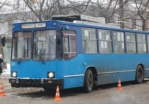 В Николаеве госпитализировали двух женщин после удара током в троллейбусе