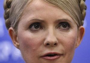 К зданию Печерского райсуда пришли муж, дочь и зять Тимошенко