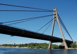 В Киеве до понедельника ограничат движение по Московскому мосту