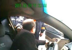 Инцидент в Донецкой области: гаишник обматерил водителя и вытащил его из машины