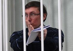 Следователь предоставил Луценко в палату телевизор и книги
