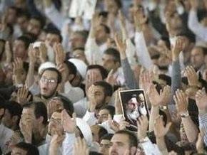 Иранские оппозиционеры подожгли штаб сторонников Ахмадинеджада