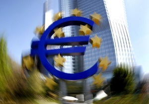 Курс евро к доллару упал до минимума восьми месяцев