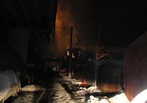 В Киеве на Выдубичах произошел пожар: сгорело три автомобиля