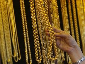 В Киеве задержали мужчину, пытавшегося вынести из ломбарда три килограмма золота
