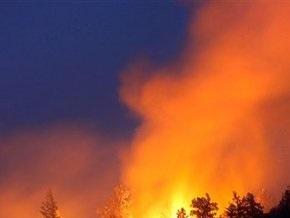 Киевлянам советуют не выходить на улицу из-за пожара на полях станции аэрации