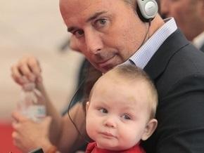 Законы Украины не позволяют Элтону Джону усыновить украинского ребенка
