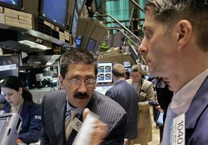 Фондовый рынок: украинские индексы вслед за мировыми торговались в красной зоне