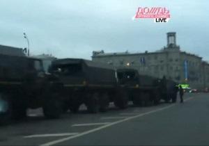 К Болотной площади в Москве, где должен пройти митинг, съехались грузовики внутренних войск