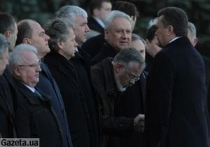 На встрече президентов Украины и Туркменистана Табачник низко поклонился Януковичу
