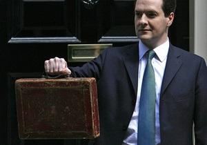 Британский парламент попрощался со знаменитым красным портфелем