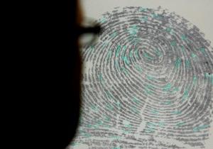 Власти Китая обязали всех жителей сдавать отпечатки пальцев