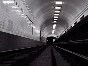 В киевском метро поймали поселившегося на путях котенка