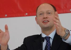Яценюк отрицает информацию о создании своей фракции в Киевсовете