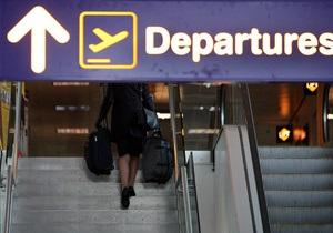 Немецкого политика не пускали на борт самолета из-за метровой секиры