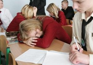 В Ивано-Франковске у каждого двадцатого школьника родители находятся на заработках за границей