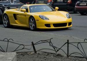 СМИ: Сын Черновецкого купил Porsche Carrera GT за полмиллиона долларов