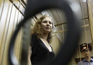 Участница Pussy Riot подала жалобу в суд на руководство колонии