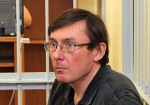 Суд оставил Луценко под стражей