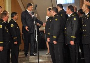 В Донецке шахтеры больше часа ждали на лестнице, пока Янукович слушал Повалий
