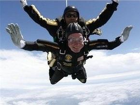 Джордж Буш-старший прыгнул с парашютом на свое 85-летие