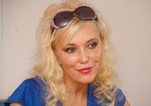 Писательница Юлия Шилова заявила в милицию об обстреле ее автомашины