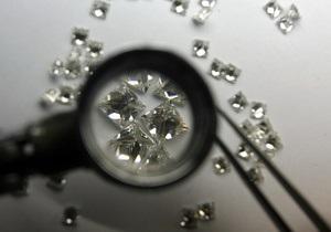 Контрабандист в Индии пытался провезти в своем желудке две тысячи бриллиантов