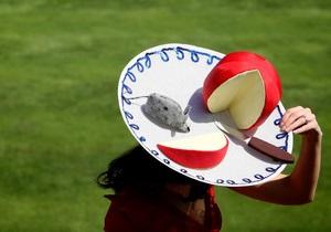 Фотогалерея: Что у вас с головой? Безумные шляпы на королевских скачках Royal Ascot