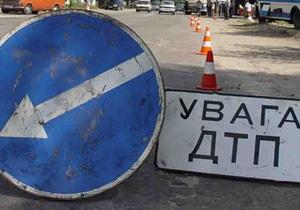 В Крыму автомобиль с тремя гражданами России врезался в дерево