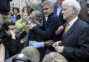 В ходе акции протеста в Вашингтоне арестован Джордж Клуни