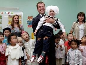Фотогалерея: Медведев в Монголии: кумыс, лошади и мальчик-зайчик