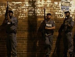 В ЮАР подросток убил топором троих человек и ранил более десяти