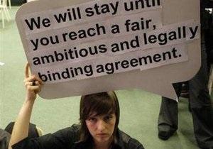 Копенгаген: Активисты экологических организаций устроили сидячую акцию протеста