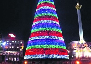 Завтра Янукович и Попов зажгут елку на Майдане Незалежности