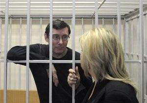 Луценко - Янукович помиловал луценко: Ирина Луценко отправилась в Менскую колонию встречать мужа