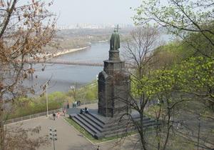 Крещение Руси - Киев - Кирилл - Янукович - Путин: На Владимирскую горку, где должен пройти торжественный молебен, не пускают прихожан