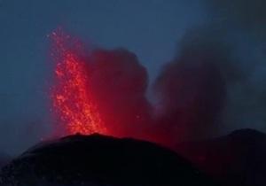 На Сицилии снова проснулся вулкан Этна - видео