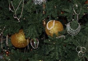 В Киеве новогодние елки утилизируют